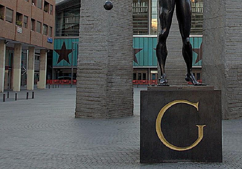 Plaza Salvador Dalí
